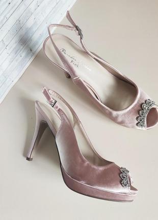 Нарядные босоножки на свадьбу босоніжки з прикрасою брожкою  36 37   pink london