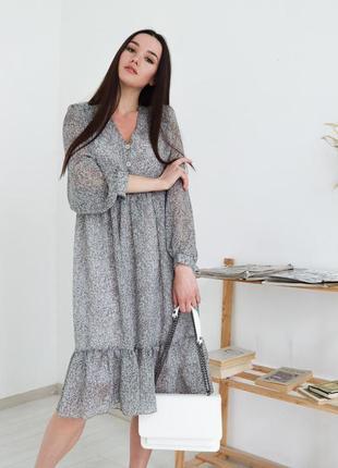 Свободное цветочное шифоновое платье на пуговицах