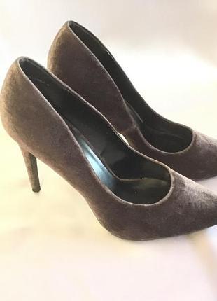 Практически новые бархатные туфли на 41