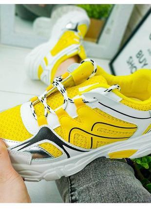 Стильные жёлтые кроссовки