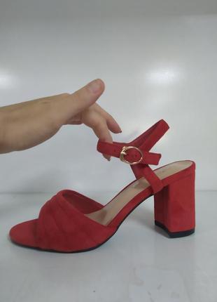 Женские босоножки на каблуке шикарные