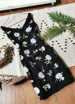 Брендова чорна сукня з блакитними вишитими квітами karen millen черное платье с вышивкой