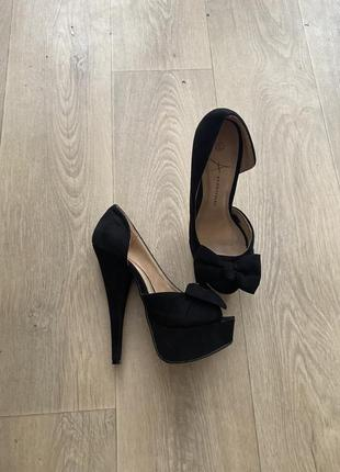 Шикарные замшевые туфли босоножки на высоком каблуке