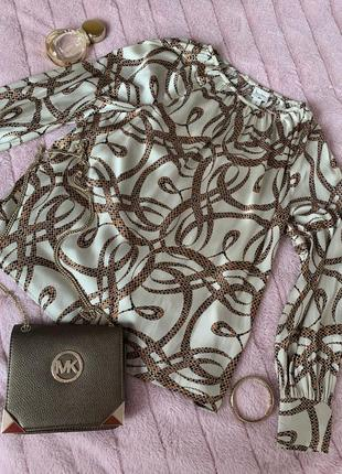Блуза с переливом атласа на бежевом фоне с красивым принтом h&m