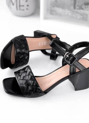 Шикарные босонодки на низком каблуке