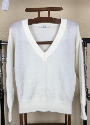 Шерстяной оверсайз мягкий свитер с мохера и  с вырезом от gestuz