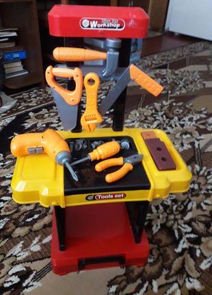 Продам набор игрушечных инструментов