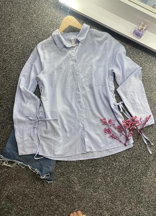 Голубая рубашка со шнуровкой по бокам amisu