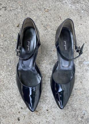 Лаковые кожаные туфли