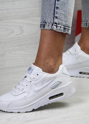 Белые женские кроссовки удобные nike3 фото