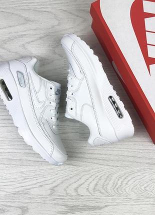Белые женские кроссовки удобные nike2 фото