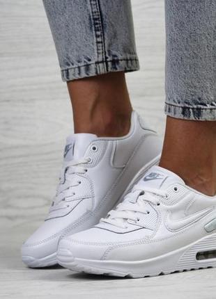 Белые женские кроссовки удобные nike4 фото