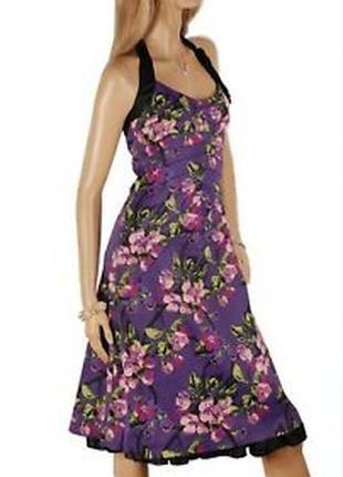 Роскошное шелковое платье с благородным принтом