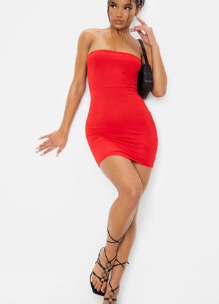 Брендовое красное облегающее мини платье бандо prettylittlething великобритания этикетка