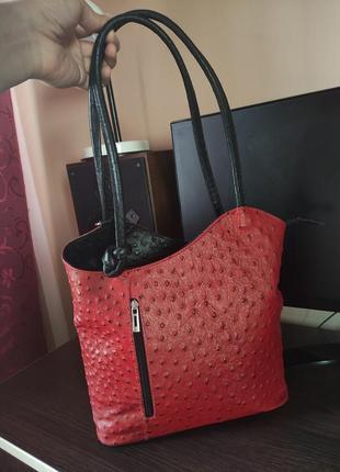 Italy красная с черным сумка трансформер рюкзак из страусиной кожи кросс-боди на плечо