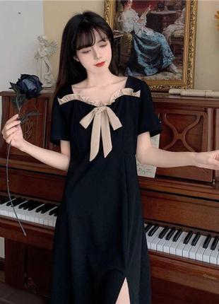 Черное длинное платье с бантом