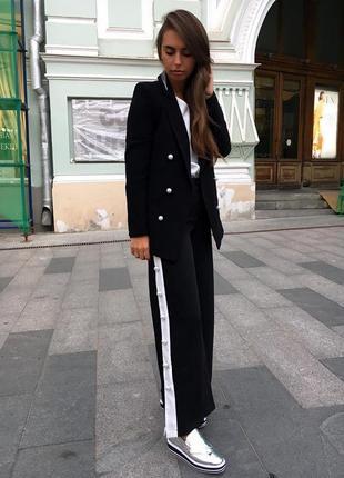 Стильные штаны на талии с заклёпками и лампасами by clara paris