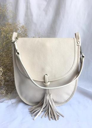 Натуральная кожа сумочка через плечо женская vera pelle италия бежевая айвори молоко белая на длинном ремешке с кисточкой genuine leather