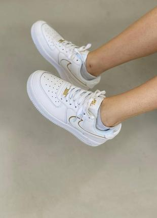 Женские кроссовки nike air force white gold