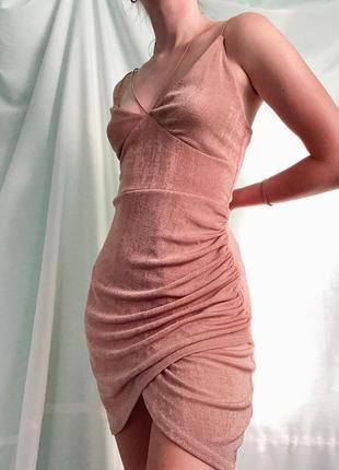 Вечернее пудровое платье от boohoo