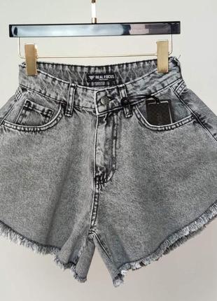 Джинсовые шорты с бахромой