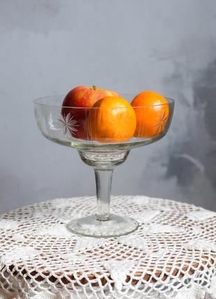 Винтажная прозрачная стеклянная ваза, советский винтаж стекло ссср фруктовница-пиала на ножке