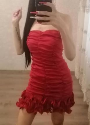 Шикарное красное платье prettylittlething 😍😍😍
