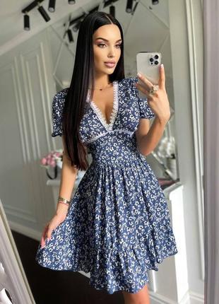 Лёгкое приталеное платье
