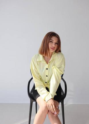Женская желтая рубашка со штапеля