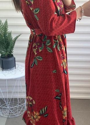 Актуальное миди платье в цветочный принт4 фото
