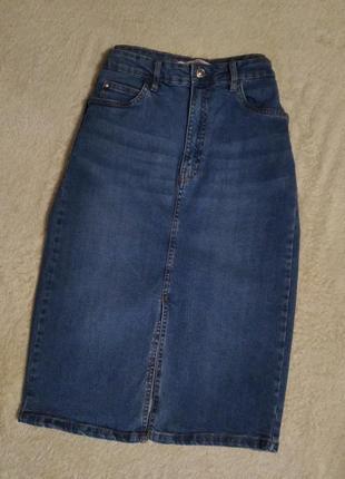 Джинсовая юбка с разрезом спереди