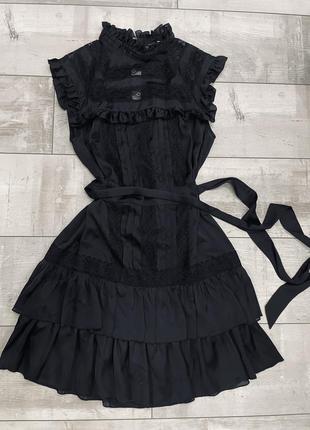 Чёрное шёлковое платье рюшами mango