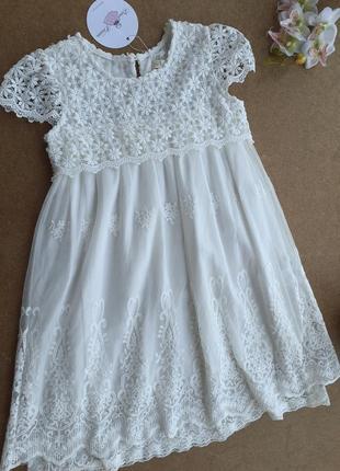 Нарядное кружевное белое платье на девочку 6-7 лет