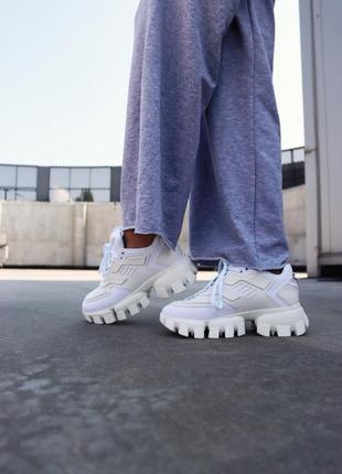 Белые женские кроссовки на тракторной подошве демисезонные2 фото