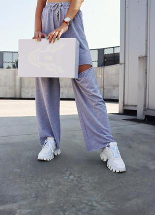 Белые женские кроссовки на тракторной подошве демисезонные4 фото