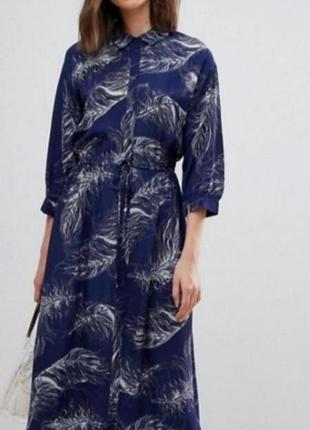 Шикарное длинное платье в принт перья