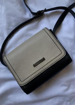 Фирменная сумочка esprit через плечо бежевая с чёрным