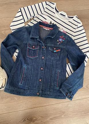 Джинсова курточка з вишивкою