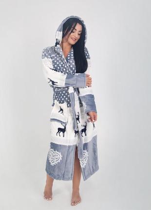 Махровый длинный женский халат