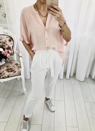 Пудровая шифоновая блузка свободного кроя оверсайз с коротким рукавом батал