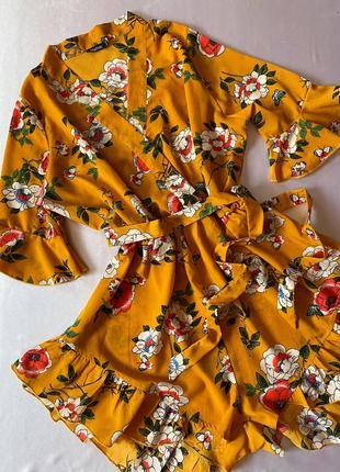 Желтый комбинезон/ромпер в цветы/цветочный с рюшами/воланами/на запах boohoo