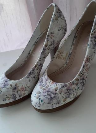 Обалденные туфли в нежный цветочный принт