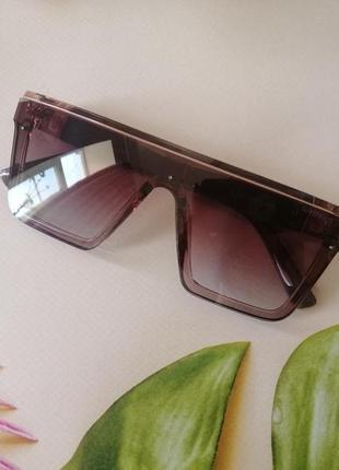 Эксклюзивные брендовые солнцезащитные очки маска цвет мокко с золотой эмблемой3 фото