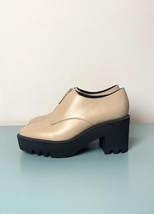 Новые бежевые кожаные туфли & other stories на платформе