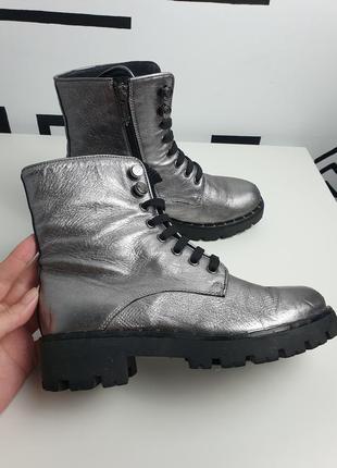 Классные серебристые кожаные ботинки marc cain