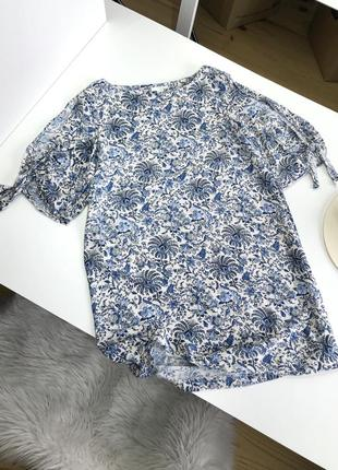 Плаття з розрізами на рукавах легке