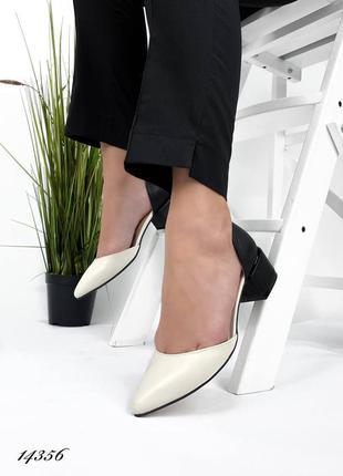Туфли кожаные бежевые с черной пяточкой