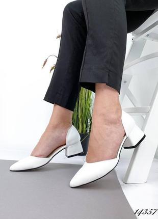 Белые кожаные туфли на каблуке 4,5 см