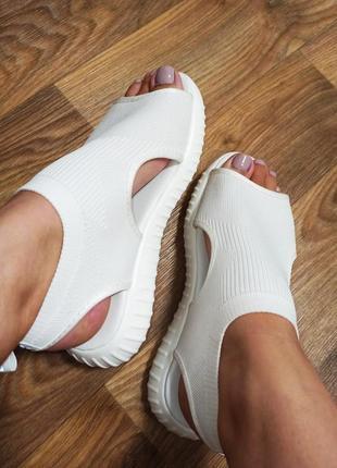 Трендовые текстильные / тканевые спортивные босоножки / сандалии / на белой подошве/ белая подошва/ лёгкие/ модные/стильные