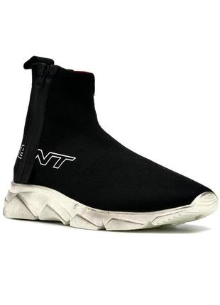 Кросівки represent